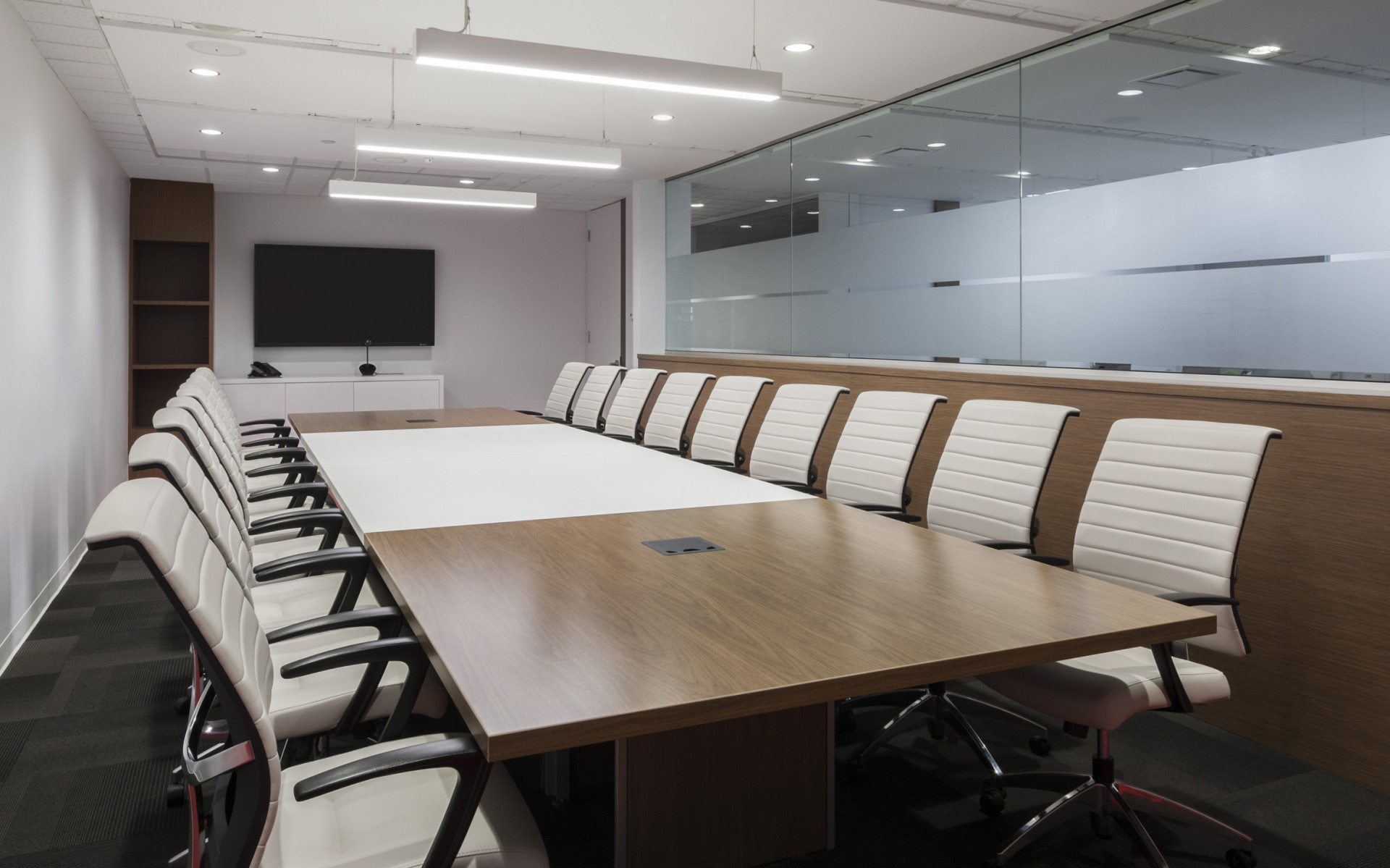 Lumenline Pendants, meanwhile, are used to illuminate the office's meeting spaces.