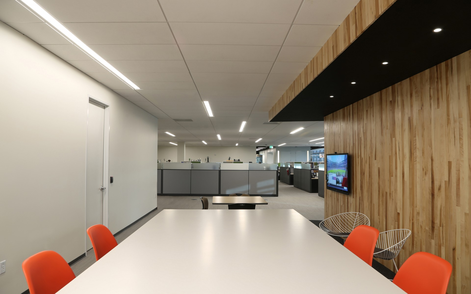 The open, bright office space benefits from LED technology because it is as flexible as it is efficient.