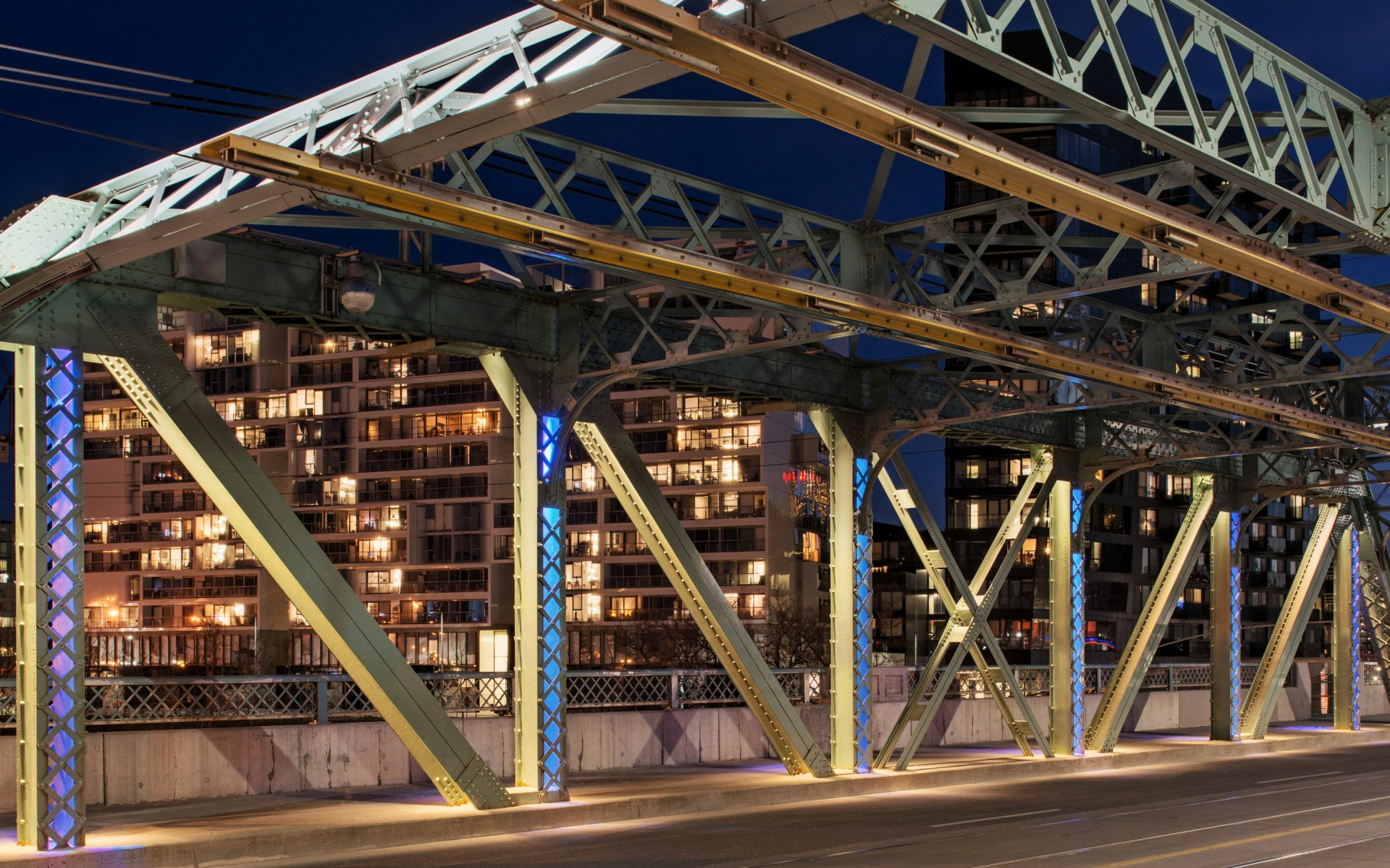 To light the bridge, Mulvey & Banani Lighting used Lumenbeam Small and Medium luminaires, with different distributions.