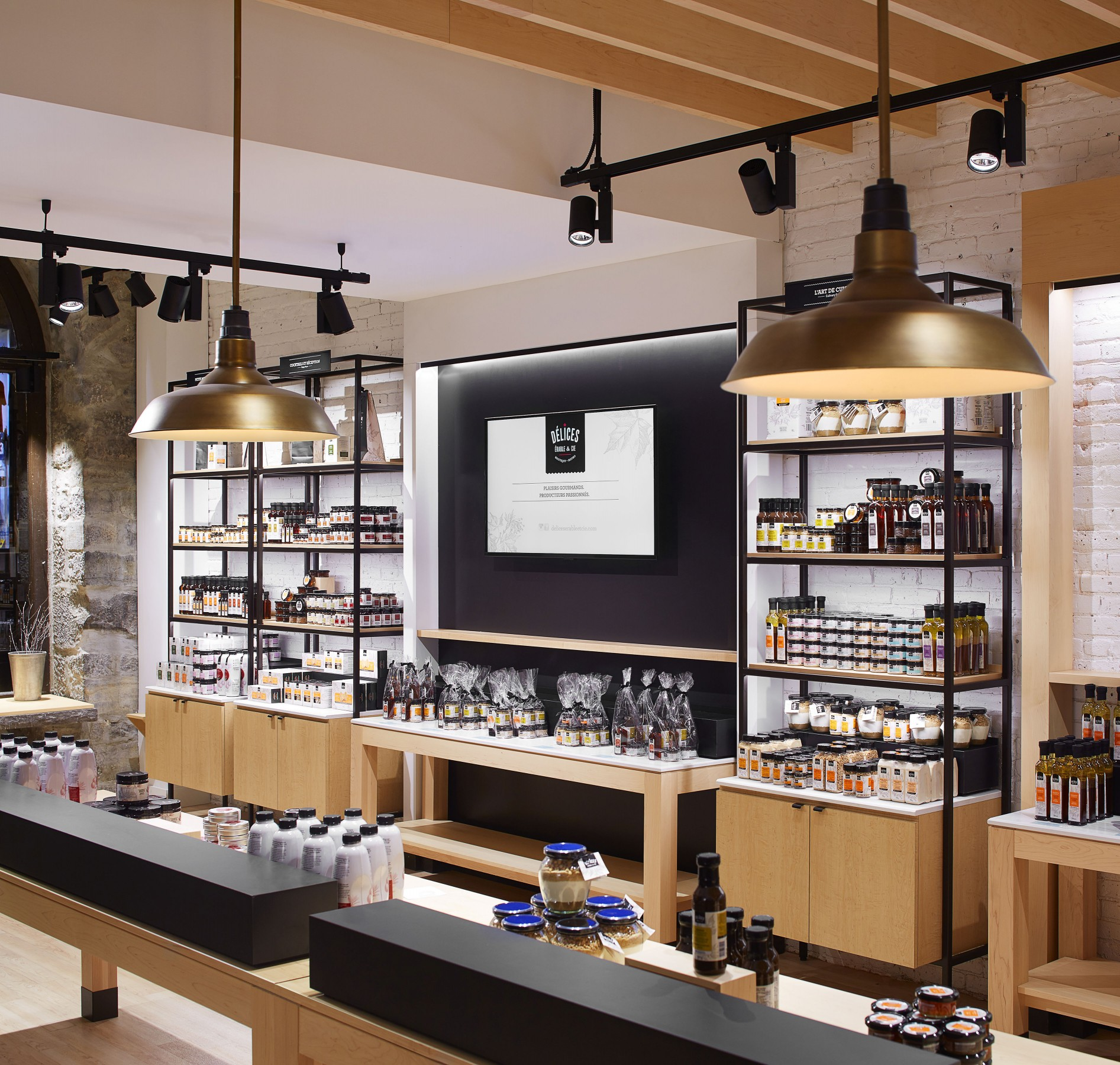 Track-mounted Spots are easily modified to reflect seasonal displays and changes in store layout. – Yves Lefebvre