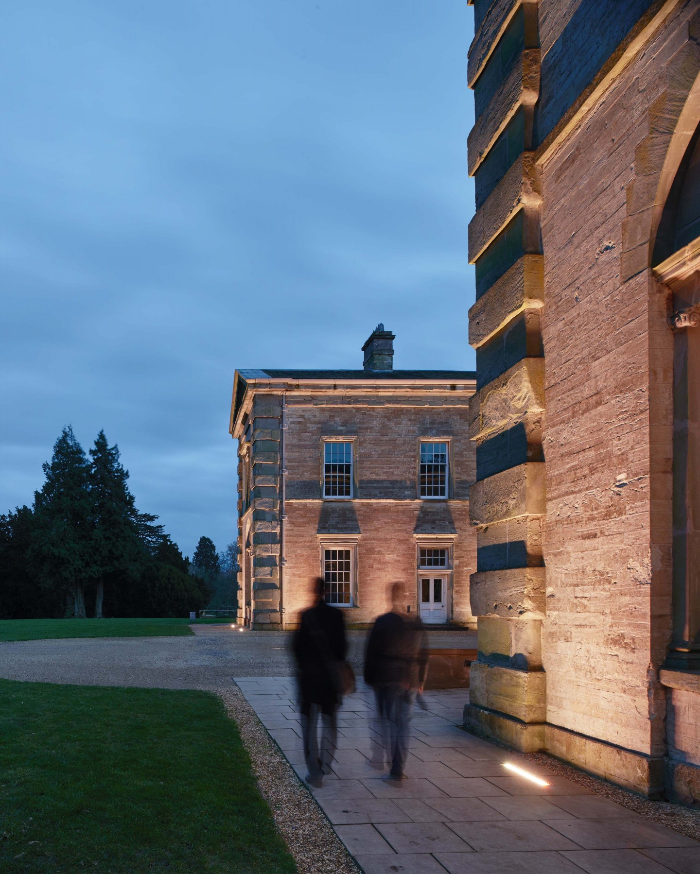 Compton Verney wanted to relight a three-sided courtyard area outside the main hall where it hosts wedding receptions and other events. – James Newton